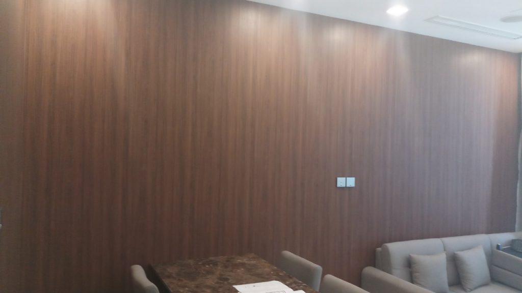e6d0de01755c9502cc4d giấy dán tường giả gỗ ấp áp căn phòng